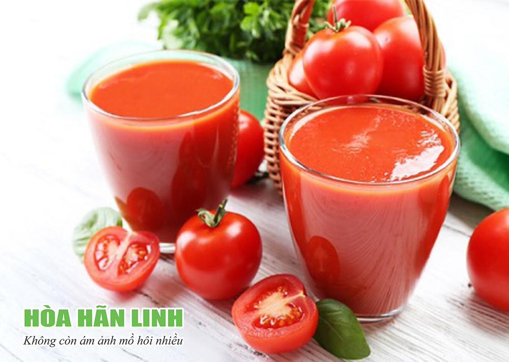 Nước cà chua dùng để điều trị ra mồ hôi tay nhiều